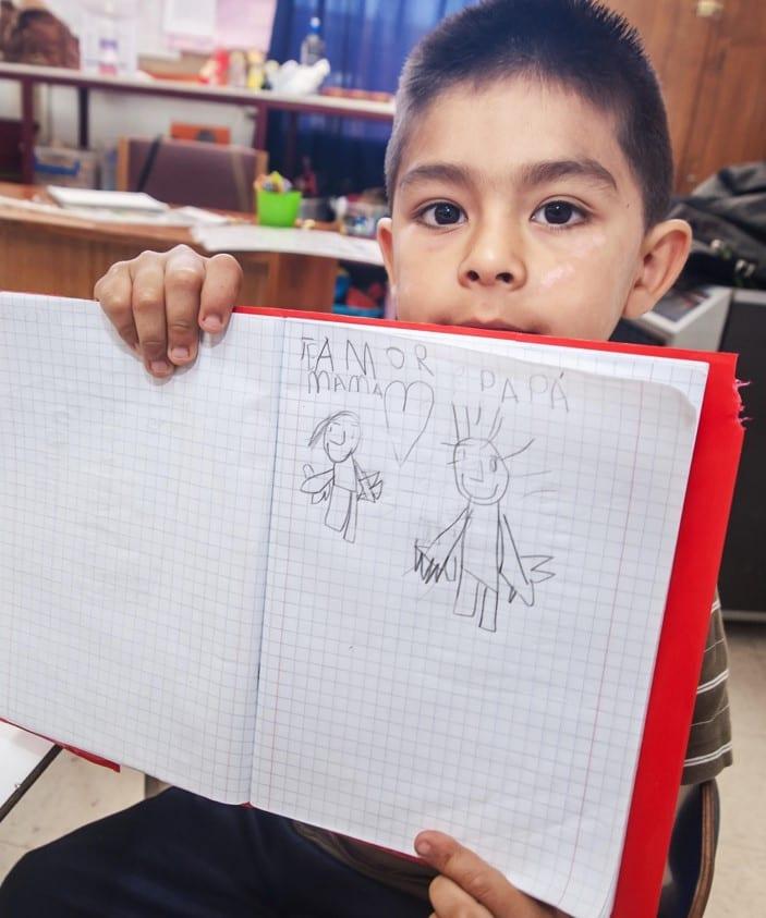 fundacion-oportunidad-niño-cuaderno-escritura